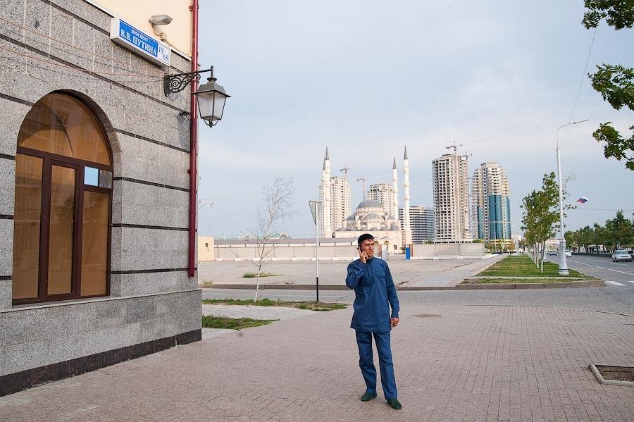 Фото Чечни 2010, Чечня, город Грозный фотографии, мечеть в Чечне, внутри мечети Сердце Чечни