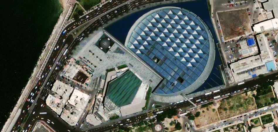 Фото из космоса Александрийская библиотека (Bibliotheca Alexandrina), Александрия, Египет, 30 мая 2009 года.