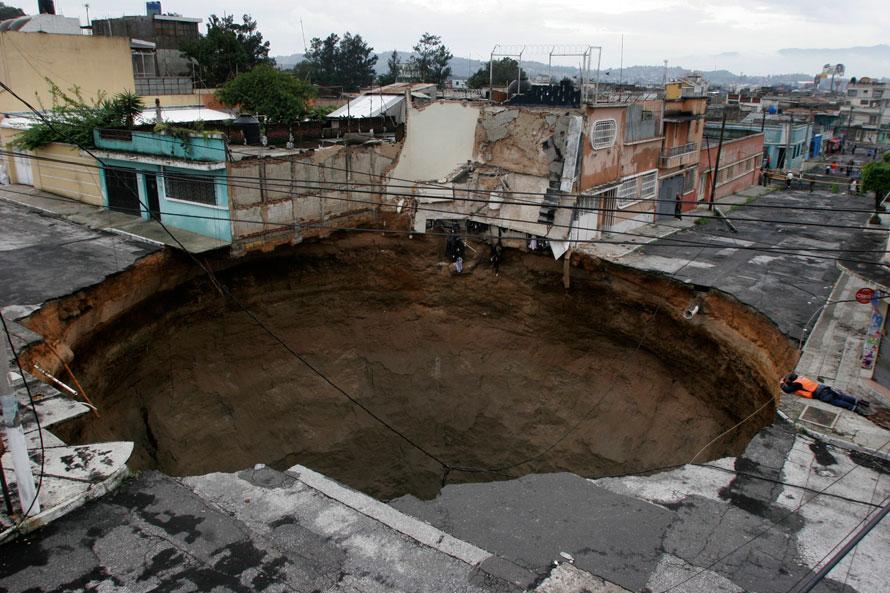 Гватемала обвал провал земли фото