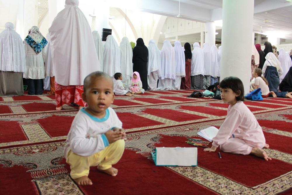 Tarawih in Ramadan 2010, Ramadan 2010 Mosque, Muslims pray in Ramadan tarawih 2010, Рамадан таравих 2010 год фото