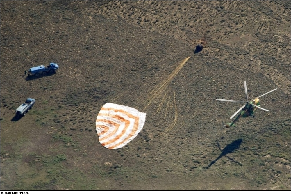 Русский Союз приземление из космоса фото, Soyuz space capsule astronaut photo